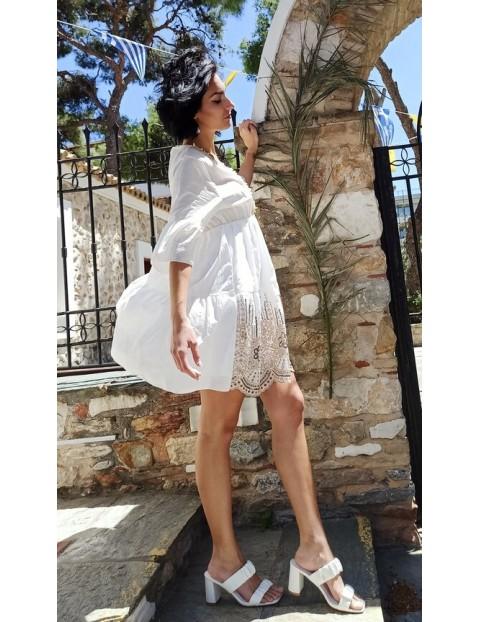 Φόρεμα ,κοντό με τρέσα και κεντήματα