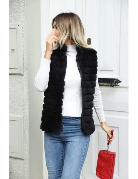 Γούνινο αμάνικο μαύρο μπουφάν.